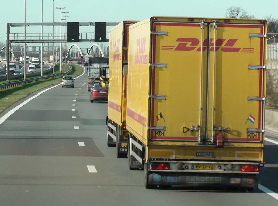 Vrachtwagen op snelweg in Brussel